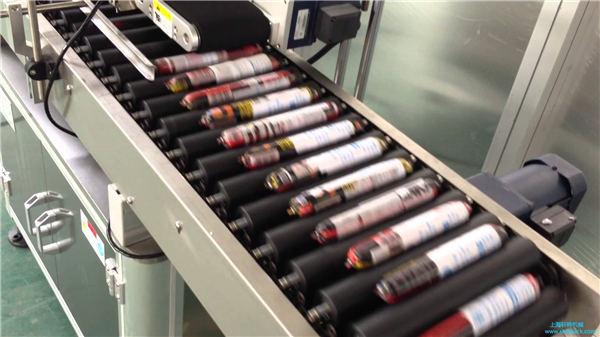 Автоматична машина за етикетиране на колбаси с подаващо устройство