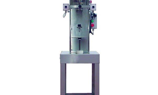 Полуавтоматична машина за затваряне на бутилка за шпиндел